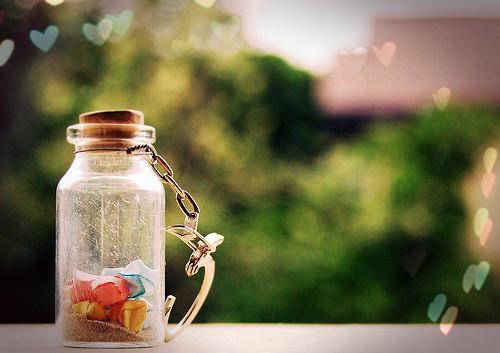 好看的创意瓶子微信背景唯美图片